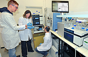 Dr. Dana Reichmann and students in the lab