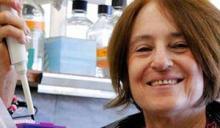 פרופ' דפנה אטלס במעבדה